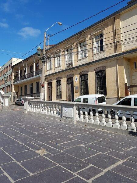 La casa donde crecí en Valparaíso, The Network by Moraga