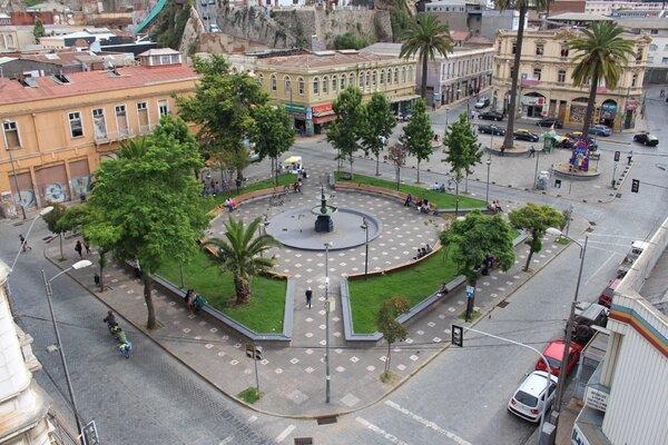 Plaza Echaurren en Valparíso, The Network by Moraga